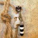 lemur na provázku