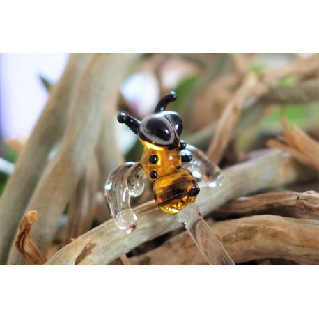 včela do květináče